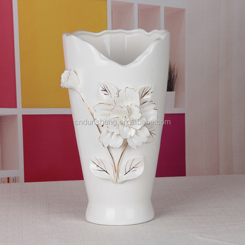 White porcelain art and craft wholesale/creative ceramic flower vase for wedding centerpiece