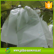 White Nonwoven in roll for weed control/Factory price white Agriculture pp/plant cover fruit bags