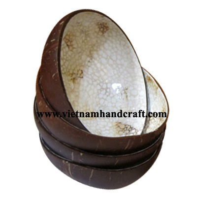 Quality eco-friendly hand lacquer finished vietnamese coconut shell lacquered handicraft products with egg shell inlay inside