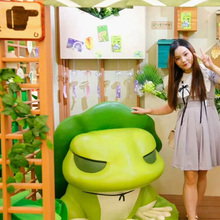 shopping mall summer holiday decorations travel frog theme design