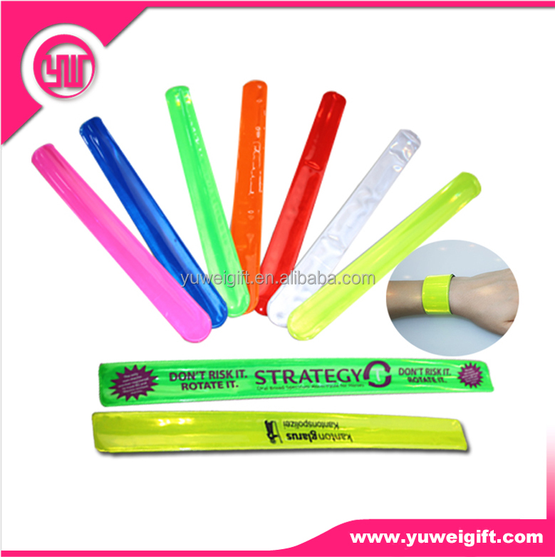 glow in dark oem printed kids favor steel spring for slap reflective band