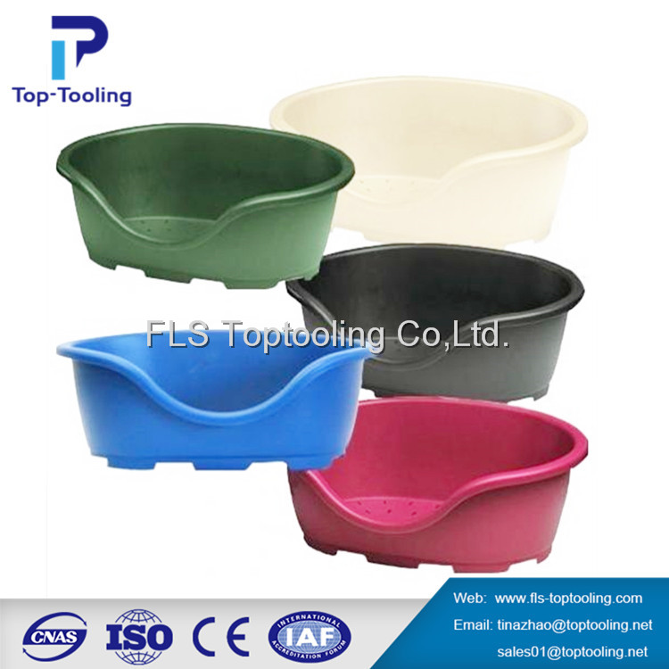 pet carrier with injection plastic mould