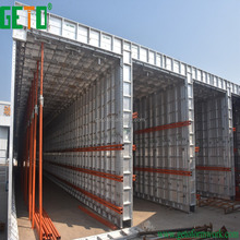 Box culvert traveler formwork with building construction materials