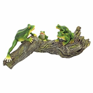 Four Green Frog Standing On Wood For Garden Decoration Anima l/ Animal Six With Girl