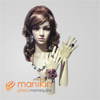 Female head plastic mannequin for the hair cutting model