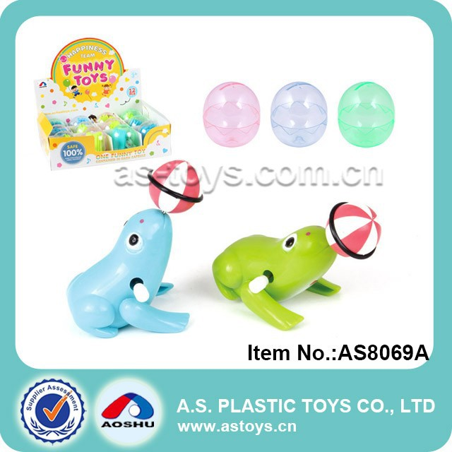 Kids plastic wind up frogs toy with ball