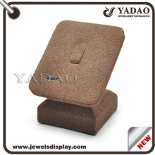 Newest design wholesales brown suede wood high heel shoe ring display stand