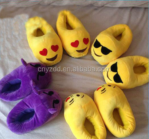 Free sample Soft slippers plush/Wholsale Factory emoji slippers/plush emoji shoes