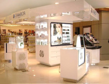 luxury famous brand cosmetic wall display showcase cabinet for shopping mall
