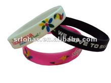2012 newest beautiful silicone bracelets