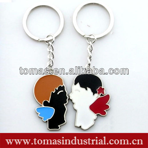 Popular design novelty custom metal boy and girl kissing magnetic couple key chain