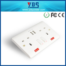 UK 13a 2 gang switched BS universal wall socket with 2 USB Port in White