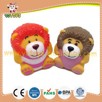 Custom floating rubber animal toy lion type bath toy for water squirt