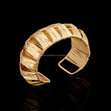 FC070 Alloy metal fashion golden hollow out cuff bracelet latest gold jewellery designs images for women