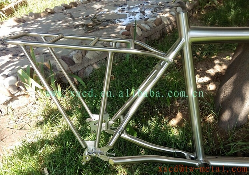 Custom titanium tandem bike frame with rear rack for two people to ride direct from China factory using on the tandem bike