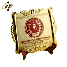 Custom embossed brass gold souvenir metal plates with wooden box