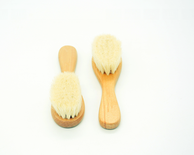 Alibaba newest Amazon hot selling comfortable wooden goat hair baby brush Support private label