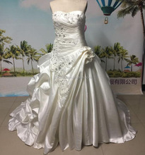 2017 Wedding Dresses Strapless Neck Pleats Tiered Ball Gown Wedding Dress New Style