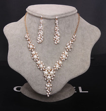 Fashion new arrival lady popular hotsale gold 18k diamond necklace set design with pearl