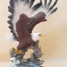 Artificial sculpture flying American eagle statue in resin