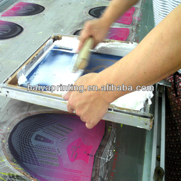 Low temperature screen printing white pu ink/paste for thickness effect