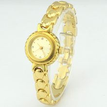 2017 hot sell Vintage ladies' gold watch connected to a heart-shape chain watch good quality china cheap price