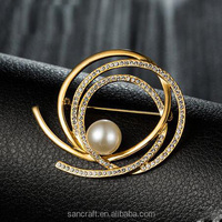Hot sell 18k gold plated Austrian crystal big pearl korean cc brooch