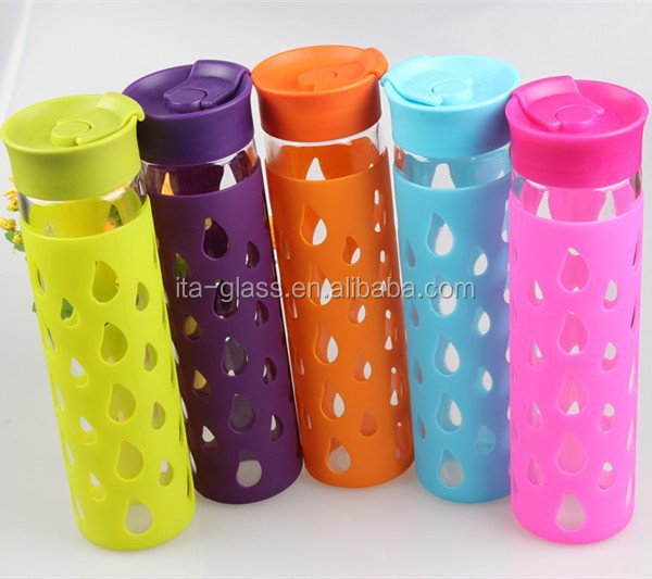 high quality 550ml borosilicate glass water bottle with colorful silicone sleeve wholesale