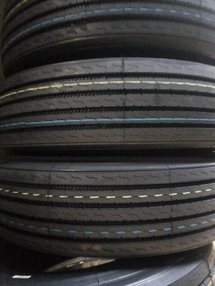 Radial truck tyre 11R24.5