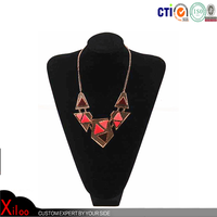 The fashionable jewellery necklace with casting beautiful color necklace