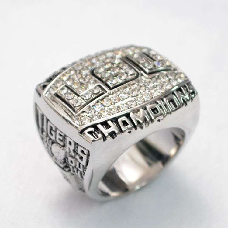 Fans of high-end Collection 2007 LSU NCAA super bowl championship ring contest BO77