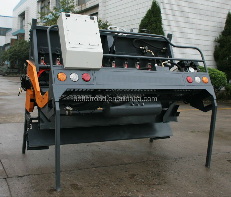 self propelled stone chip spreader