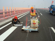 Thermoplastic road marking paint/road marking paint