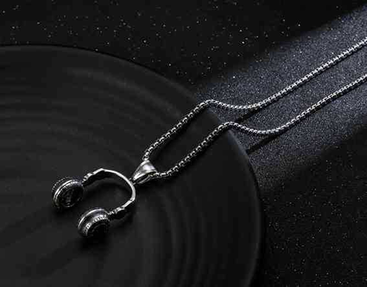 2017 DJ Rock Jewelry Unisex Antique Stainless Steel Casting Headset Necklace Wholesale