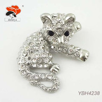 unique Austrian diamond silver aminal cat metal brooch costume jewelry