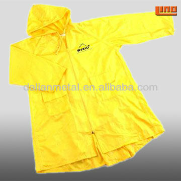 Cheap PE plastic raincoat for promotion/Low price Disposable PE Water-proof Adult Raincoat