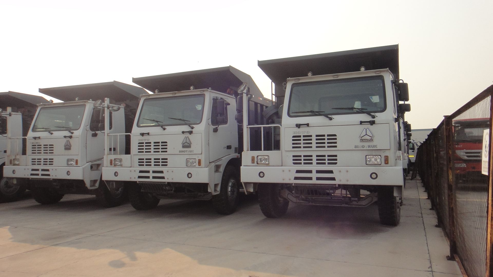 30t Off-highway 336hp 8X4 sinotruk howo dump truck series