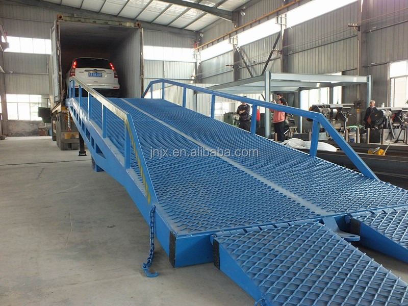Manual dock leveler loading and unloading trucks dock ramp lift