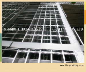 Electric galvanized steel stair tread grating
