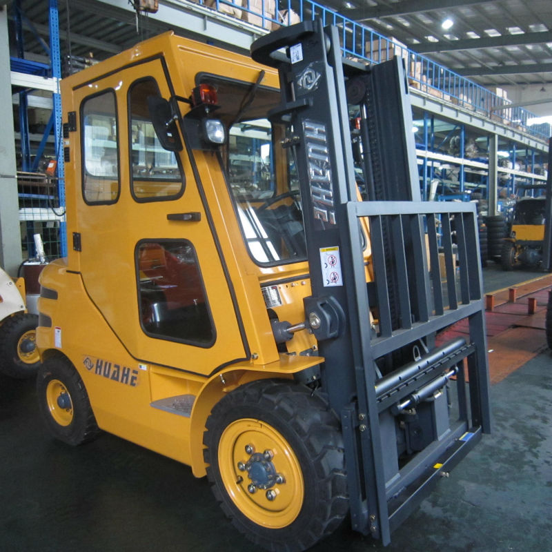 cabins for fork lifts work in raining day with japan engine