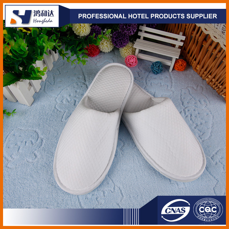 Custom small label anti-slip dots sole winter hotel slipper