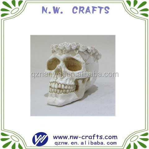 DIY color polyresin small halloween skull head with garland on top