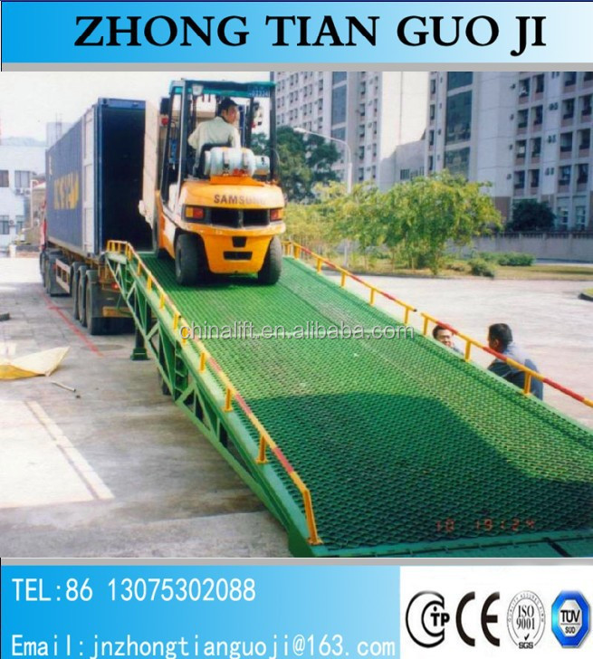 Mechanical forklift movable steel loading ram used for container