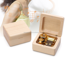 18 note Innovative design hand crank beech wood christmas music box for promotional gifts
