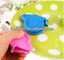 FDA/LFGB 2013 hot sell mini silicone butterfly cast iron pot holder