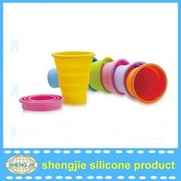 easy taking foldable/collapsible silicone cup with cover