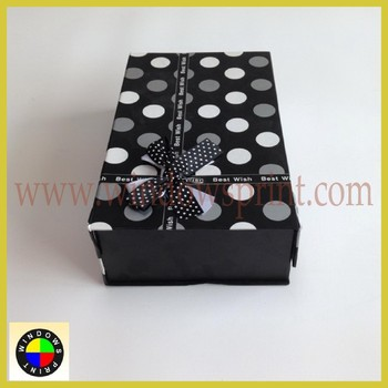 Simply design gift packaging box with ribbon bow on lid