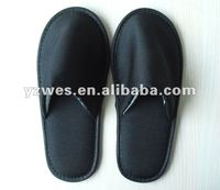 Children use comfortable disposable hospital slippers