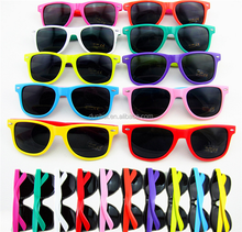 China sunglass manufacturers wholesale 2017 logo printing cheapest hot fashionable promotional CE uv400 multicolor sunglass