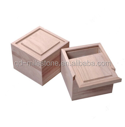 small boxes with lids